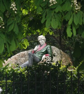 Statue of Oscar Wilde, Merrion Sq, Dublin © Eoin Gardiner on Flickr (CC BY 2.0)